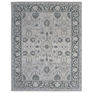 Hand-knotted Oushak Turkish Ivory/ Green Wool and Silkette Rug (8' x 10')
