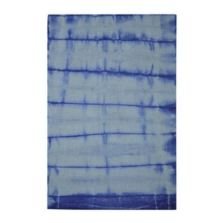 Hand-tufted Shibori Japanese Tie Dye Ink Blue Wool Rug (4' x 6')