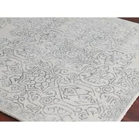 Hand-tufted Saint Thomas Iron Blended New Zealand Wool and Art Silk Rug - 2' x 3'