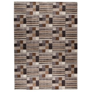 Hand-woven Khema4 Light Grey Rug (5'6 x 7'10)