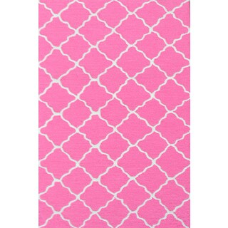 Hand-hooked Lattice Bubble Gum/ Hot Pink/ White Rug (2'8 x 4'8) - 2'8 x 4'4