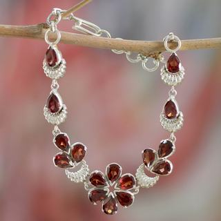 Handcrafted Sterling Silver 'Cherry Blossom' Garnet Bracelet (India)