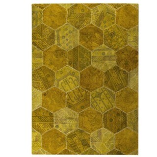 M.A. Trading Hand-tufted Honey Comb Gold Rug (6'6 x 9'6)