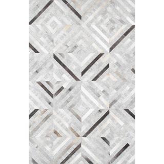 Pasargad' Geometric Silver Cowhide Rug (5' x 8')