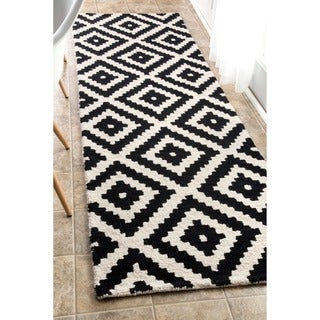 nuLOOM Handmade Abstract Pixel Trellis Black/ Off-White Wool Runner Rug (2'6 x 8')