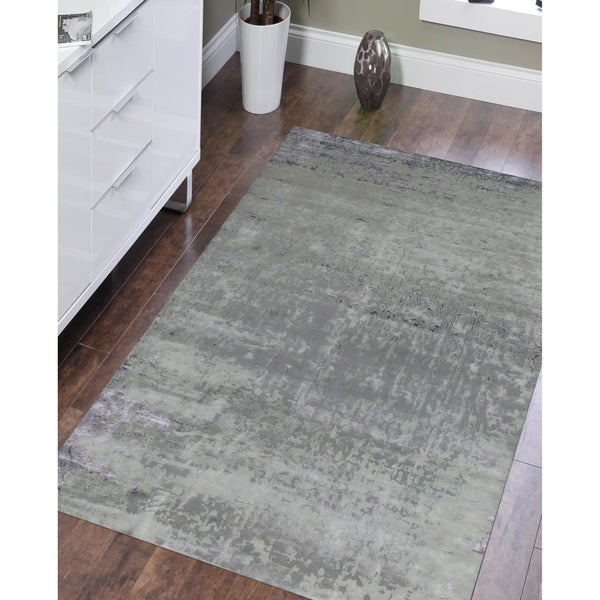 Hand-Knotted Delilah Dove Grey Handspun New Zealand Wool and Art Silk Rug - 6' x 9'