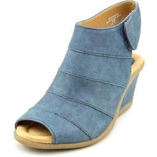 Earth Women's 'Coriander' Nubuck Sandals