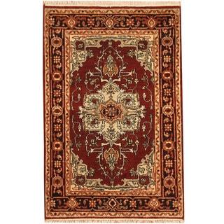 Herat Oriental Indo Hand-knotted Heriz Wool Rug (4' x 6')