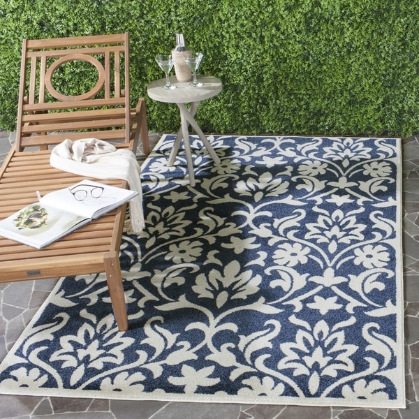 Safavieh Indoor/ Outdoor Amherst Navy/ Ivory Rug (8' x 10')
