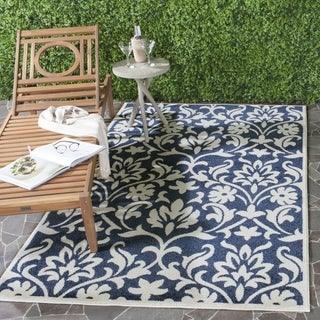 Safavieh Indoor/ Outdoor Amherst Navy/ Ivory Rug (7' x 7' Square)