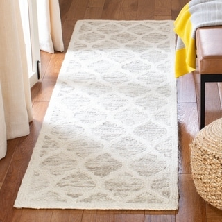 Safavieh Handmade Himalaya Light Brown/ Ivory Geometric Wool Rug (2' 3 x 8')