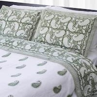 Handmade Dreams in India Green Paisley King-sized Cotton Coverlet Set (India)