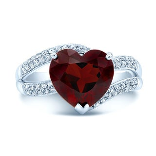 18k White Gold 1/4ct TDW Diamond and Garnet Heart Shaped Ring (H-I, SI1-SI2)