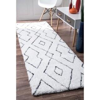 nuLOOM Handmade Soft and Plush Diamond Lattice Shag White Runner Rug (2'6 x 8')