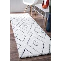 nuLOOM Handmade Soft and Plush Diamond Lattice Shag White Runner Rug (2'6 x 8') - 2' 6 x 8'