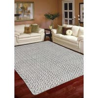Hand-Woven Broadmoor Silver Wool and Cotton Durry Area Rug - 5' x 8'