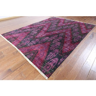 Hand-knotted Ikat Black Wool Area Rug (7'10 x 10'2)