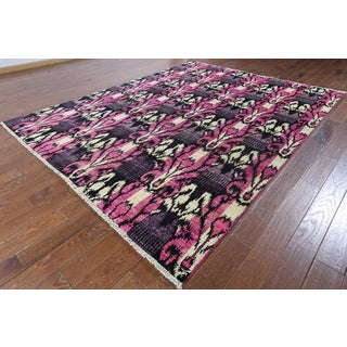 Hand-knotted Ikat Pink Wool Area Rug (8' x 10'1)