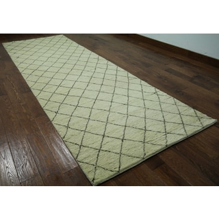 Hand-knotted Moroccan Berber Ivory Wool Area Rug (4'1 x 12'1)