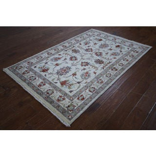 Hand-knotted Oushak Collection White Wool Rug (4'1 x 6'4)