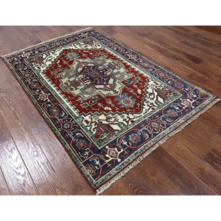 Hand-knotted Heriz Serapi Red and Navy Wool Rug (4'2 x 6'2)
