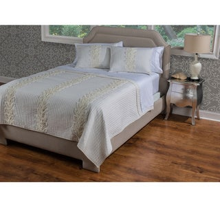 Adela Quilt by Rizzy Home