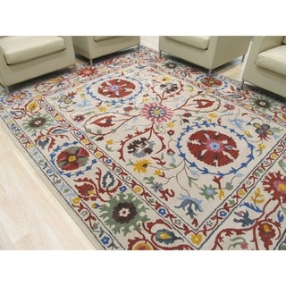 Hand-tufted Wool Ivory Transitional Floral Suzani Rug (5' x 8')