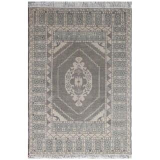 Hand-Knotted Oriental Pattern SAIGE/ SAIGE Area Rug (4' x 6')
