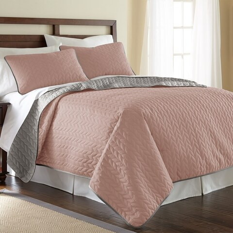 Amrapur Overseas Leaf Solid Reversible Quilted 3-piece Coverlet Set