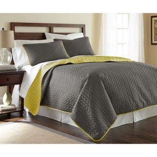 Amrapur Overseas Leaf Solid Reversible Quilted 3-piece Coverlet Set (2 options available)