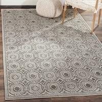 Safavieh Indoor/ Outdoor Amherst Light Grey/ Ivory Rug - 4' x 6'