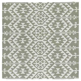 Seaside Taupe Global Indoor/Outdoor Rug (7'9 x 7'9 Square)