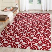 Safavieh Hand-Hooked Four Seasons Red/ Ivory Polyester Rug - 5' x 8'