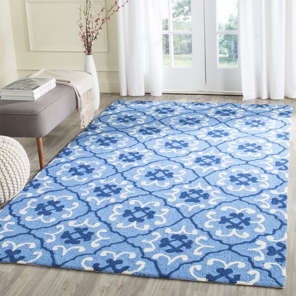 Safavieh Hand-Hooked Four Seasons Blue/ Ivory Polyester Rug - 8' x 10'