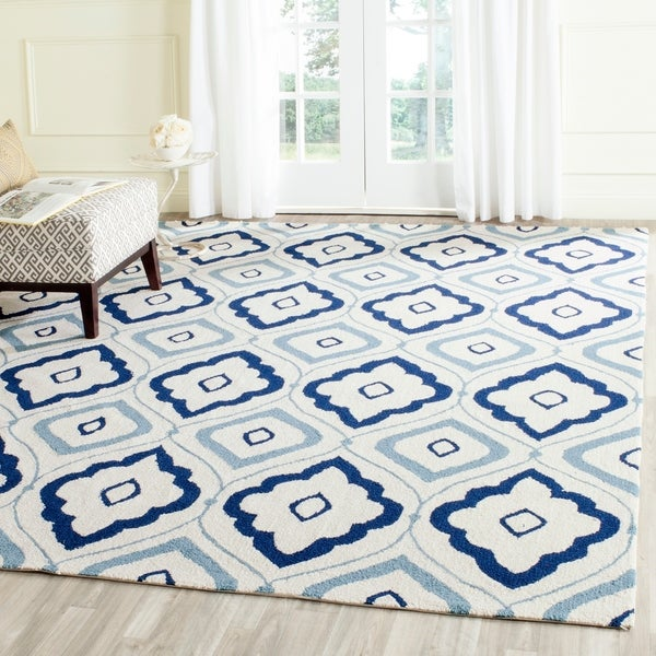 Safavieh Hand-Hooked Four Seasons Ivory / Navy Polyester Rug - 8' x 10'