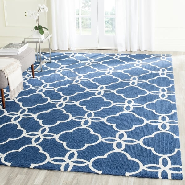 Safavieh Hand-Hooked Four Seasons Navy / Ivory Polyester Rug - 8' x 10'