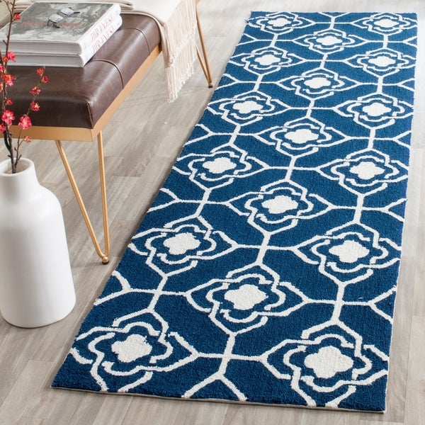 Safavieh Hand-Hooked Four Seasons Navy / Ivory Polyester Rug - 2' 3 x 8'
