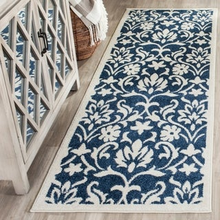 Safavieh Indoor/ Outdoor Amherst Navy/ Ivory Rug (2' 3 x 7')