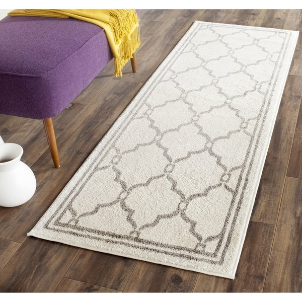 Safavieh Indoor/ Outdoor Amherst Ivory/ Grey Rug (2' 3 x 9')
