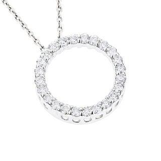 Luxurman 18k Gold 5/8ct TDW Round Diamond Circle of Love Pendant