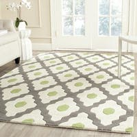 Safavieh Handmade Chatham Dark Grey/ Ivory Wool Rug - 5' Square