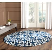 Safavieh Hand-hooked Easy to Care Navy/ Ivory Rug - 6' x 6' Round