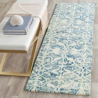 Safavieh Handmade Chatham Dark Blue/ Ivory Wool Rug - 2' 3 x 7'