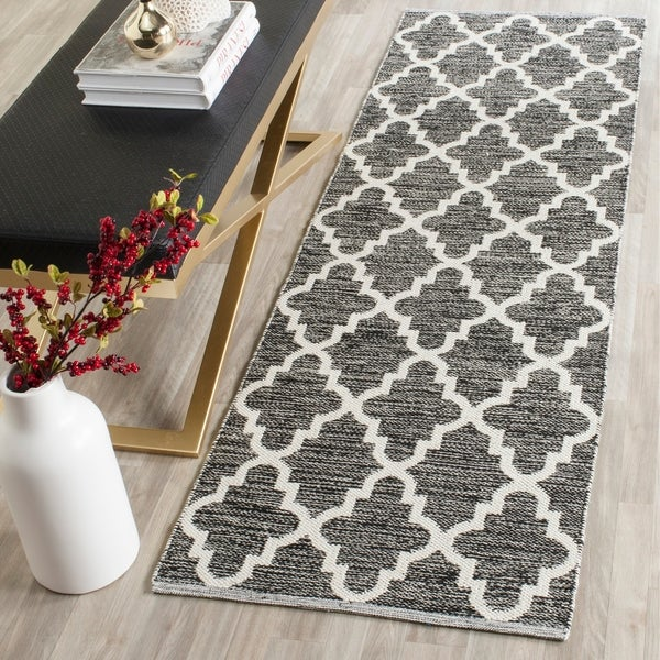 Safavieh Hand-Woven Montauk Black/ Ivory Cotton Rug - 2' 3 x 9'