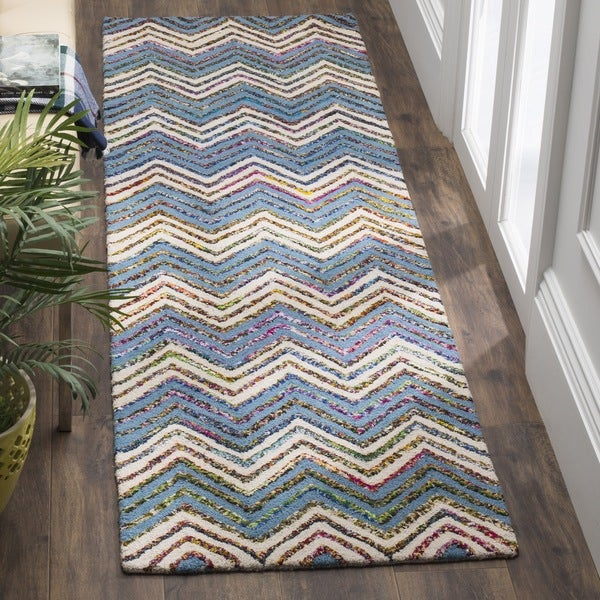 Safavieh Handmade Nantucket Abstract Chevron Beige/ Blue Cotton Runner Rug - 2' 3 x 8'