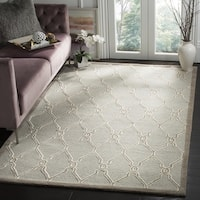 Safavieh Handmade Cambridge Light Grey/ Ivory Wool Rug (8' Square) - 8'