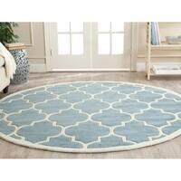 Safavieh Handmade Chatham Blue/ Ivory Wool Rug - 5' Round
