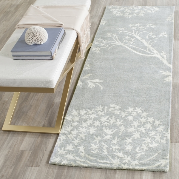 Safavieh Handmade Bella Light Blue/ Ivory Wool Rug (2' 3 x 7') - 2' 3 x 7'