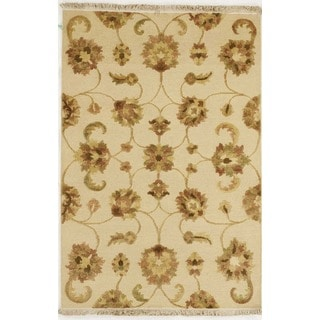 Handmade Flat Weave with Floral Design Area Rug  (4' x 5' 10)