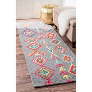 nuLOOM Contemporary Handmade Wool/ Viscose Moroccan Triangle Grey Runner Rug (2'6 x 8')